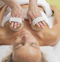 Massage mit Bürsten