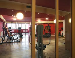 Im Fitnessraum den Körper fordern