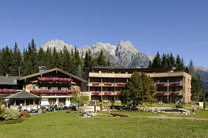 Wohlfühlhotel in Leogang - östereichisches Vollholzhotel feiert Neueröffnung