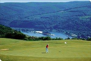 Golfen mit Blick über den Rhein