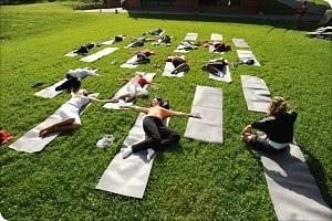 Yoga unter freien Himmel