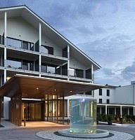 Hotel - Eingang / Brunnen