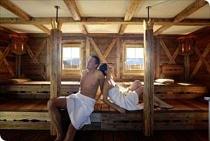 Holzbohlen-Sauna