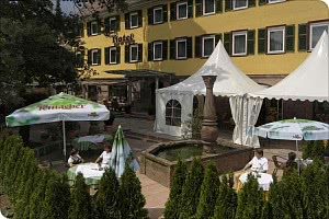 Hotel - Terrasse / Brunnen
