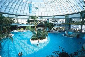 Schwimmbad / Glaskuppel