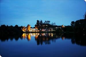 Nachtansicht über den See