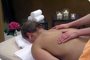 Entkrampfende Rückenmassage von Profis