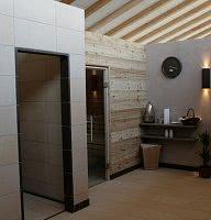 Erlebnisduschen und Bio-Sauna