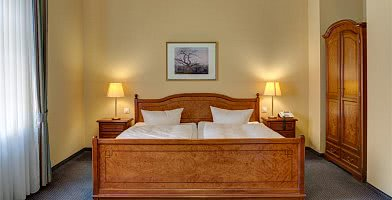 Im Zimmer Komfort übernachten Sie
