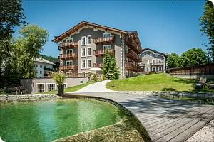 Hotel mit Naturbadeteich