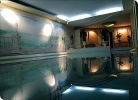 Schwimmbad / seitlich