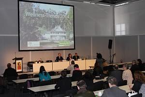 """Wellness-Trends 2014 - """"Service toppt Designsofa"""""""