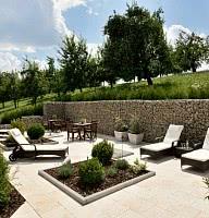 Relaxgarten in Mitte von Streuobstwiesen