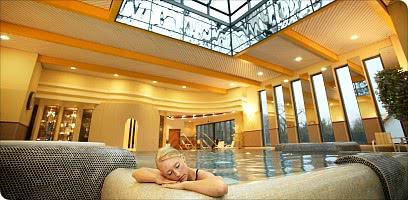 Entspannung im Schwimmbad