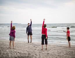 Fitnesskurs am Strand