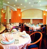 Genießen Sie die Speisen im hoteleigenen Restaurant