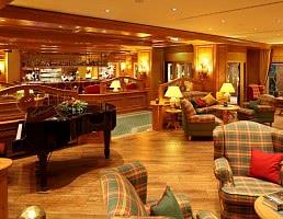 Lobby mit Prosecco-Bar