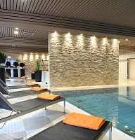 Schwimmbad / Liegen