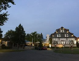 Hotel bei Dämmerung
