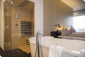 Suite mit Wanne & Sauna