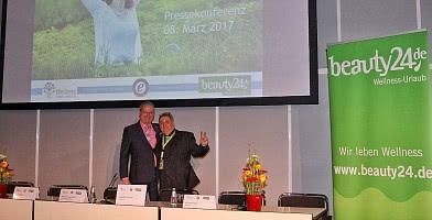 Pressekonferenz Wellnesstrends 2017 auf der ITB. Links: Michael Altewischer. Rechts: Roland Fricke