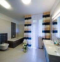 Deluxe Suite Bathroom