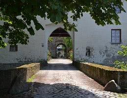 Einfahrt Burghof